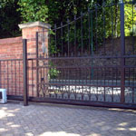Electric sliding gates, made to measure